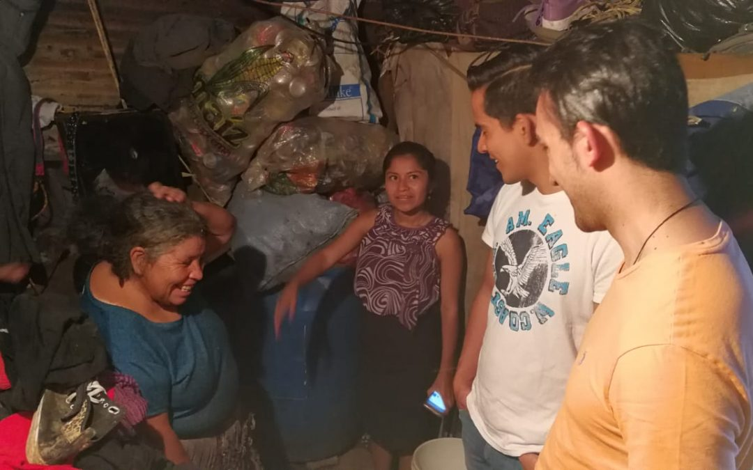 Residentes y socios del Club Universitario Balanyá  visitaron familias necesitadas en la zona 3