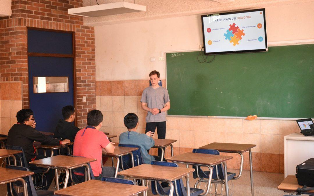 Universitarios de Balanyá inician catequesis de confirmación para estudiantes de Kinal