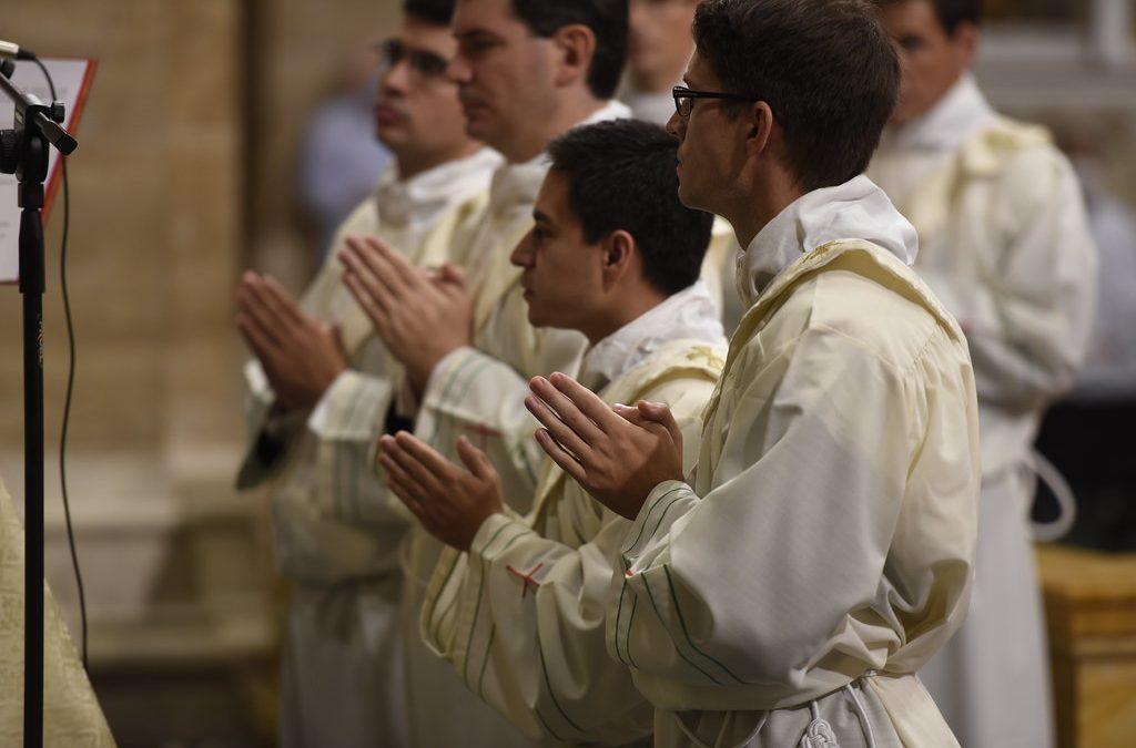 Exresidentes de Balanyá reciben ordenación sacerdotal en Roma